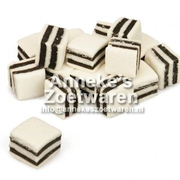 Black and White Mints  per 100 gram