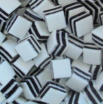 Schwarz-Weiß-Mints  per 100 gram